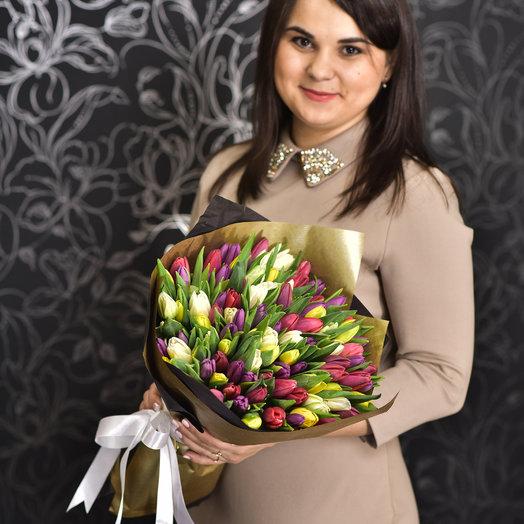 101 тюльпант микс в крафт бумаге: букеты цветов на заказ Flowwow