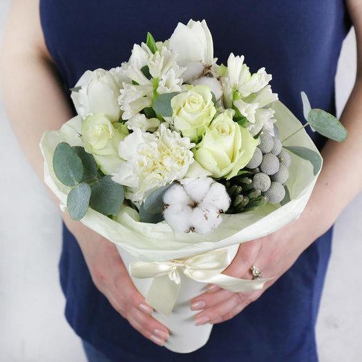 Букет из роз гиацинтов и хлопка в кулёчке: букеты цветов на заказ Flowwow