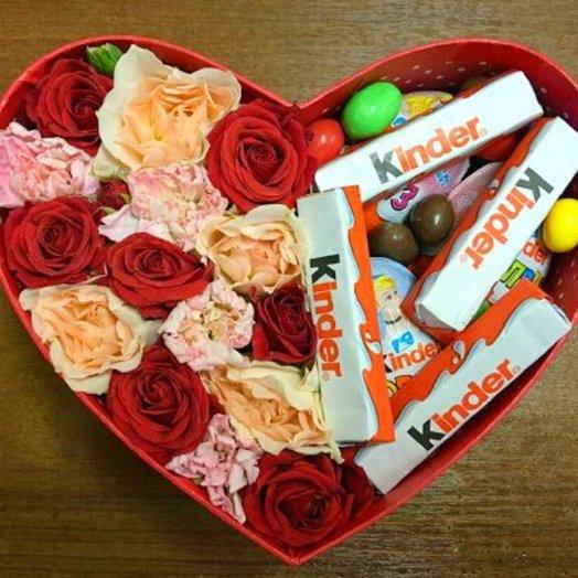 Коробочка с цветами и сладостями: букеты цветов на заказ Flowwow