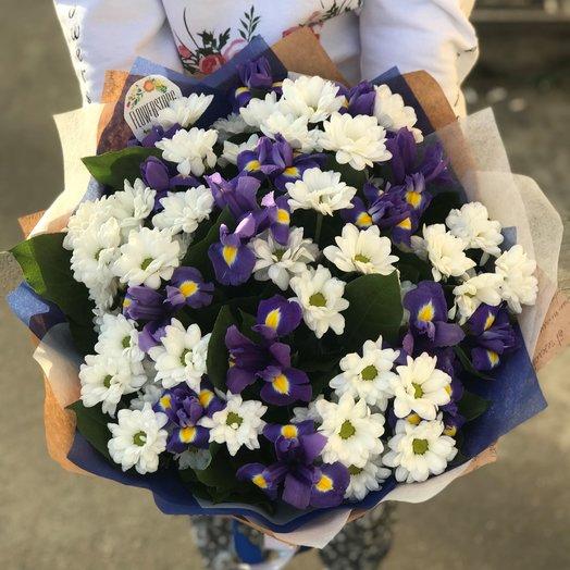 Монобукеты. Хризантемы Белая. Ирисы. N234: букеты цветов на заказ Flowwow