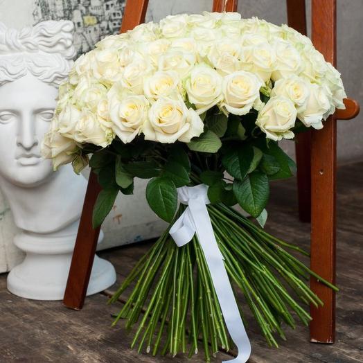 51 белая роза в букете: букеты цветов на заказ Flowwow