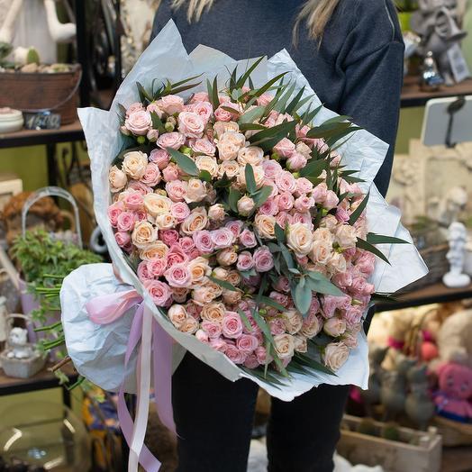 """Букет из кустовых роз  """"Великолепие"""""""