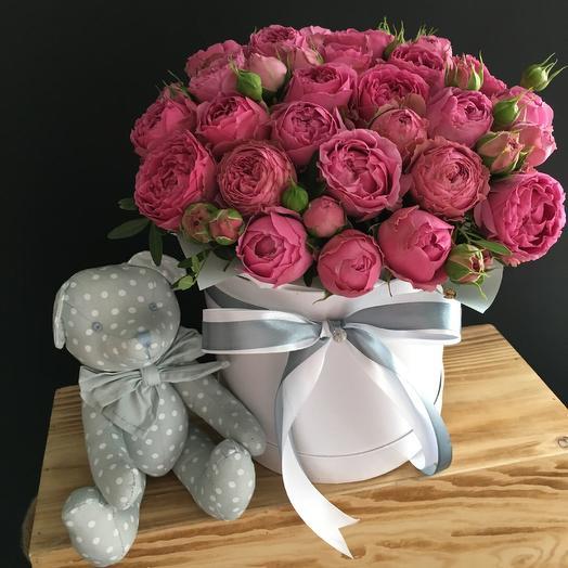 Пионовидные розы и мишкой: букеты цветов на заказ Flowwow