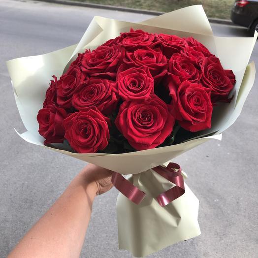 ✅ Букет красных роз в дизайнерской упаковке