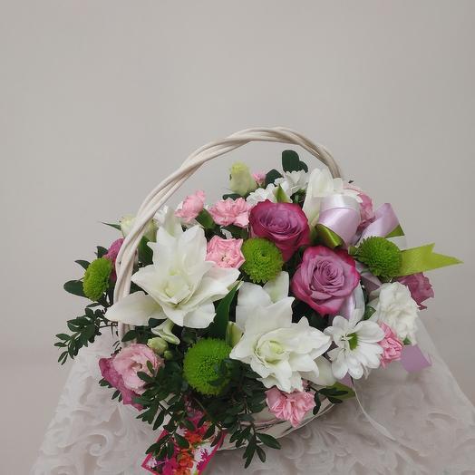 Корзина с лилией: букеты цветов на заказ Flowwow