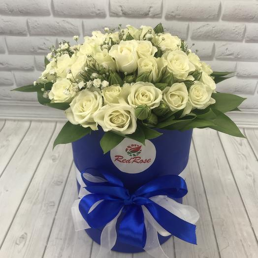 Коробочка из кустовых роз с зеленью: букеты цветов на заказ Flowwow