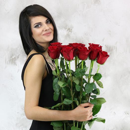 Букет из 11 красных длинных роз: букеты цветов на заказ Flowwow