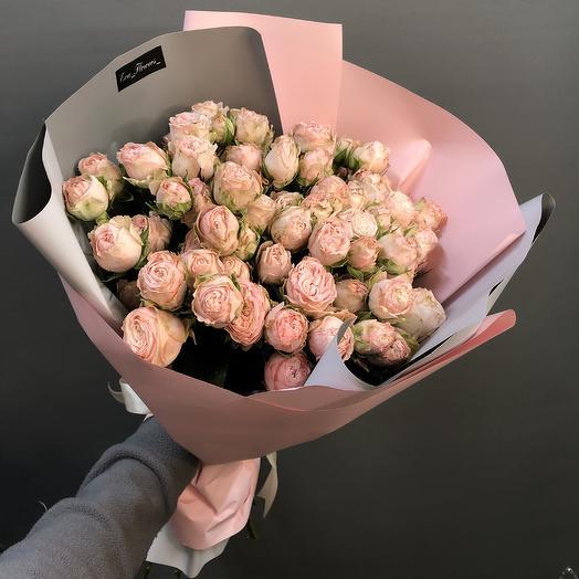 Пионовидные розы в упаковке: букеты цветов на заказ Flowwow