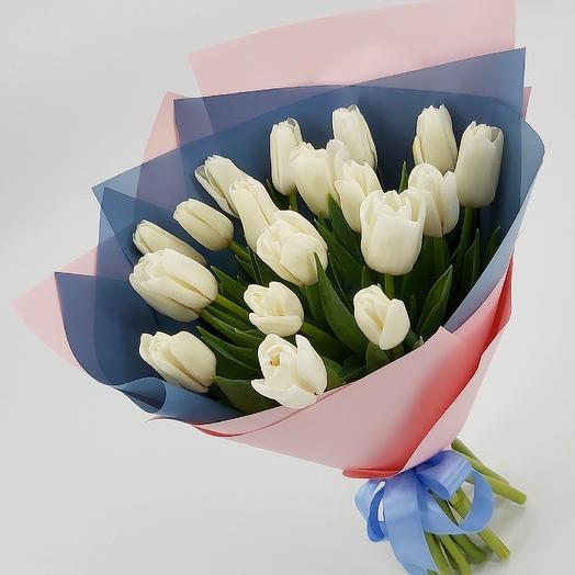 19 белых тюльпанов в стильной упаковке: букеты цветов на заказ Flowwow