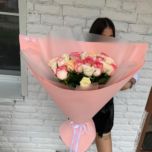 A mix of delicate roses