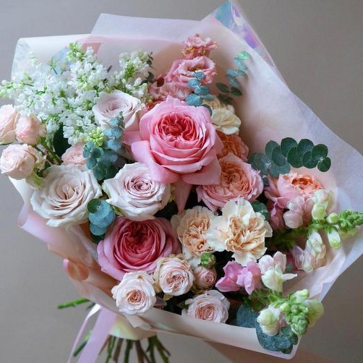 Красивый букет с пионовидными розами -«Богиня любви»