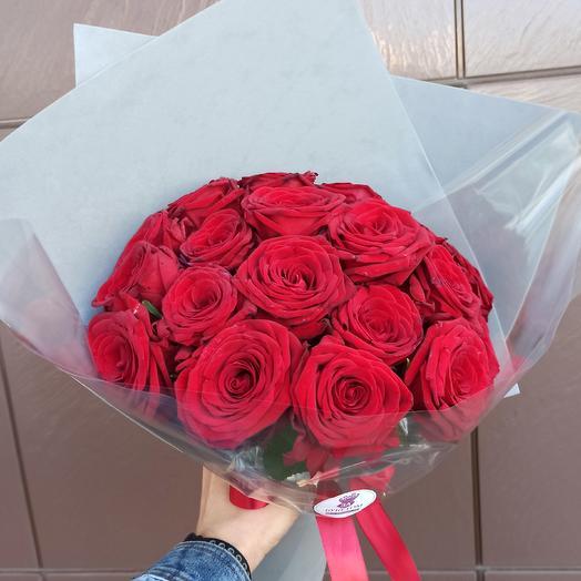 Классика. 19 Красных роз в модной упаковке