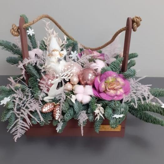 Новогодняя композиция в ящике Ангел