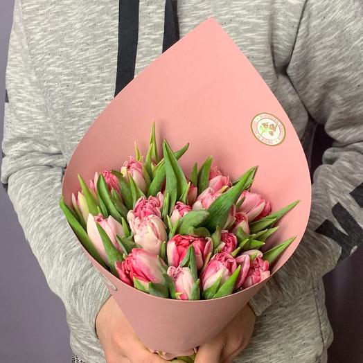 Нежный букет из розовых тюльпанов в крафте