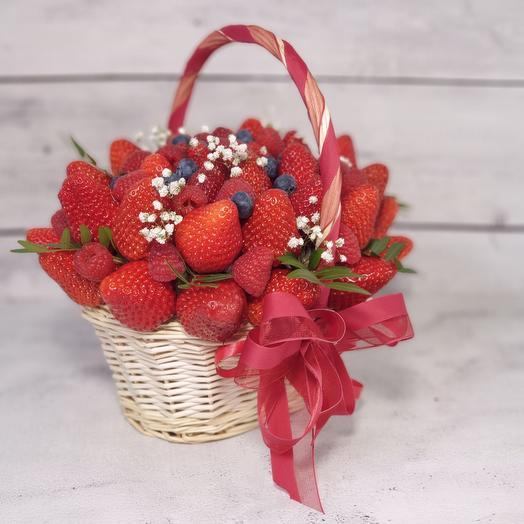 Букет из клубники и ягод