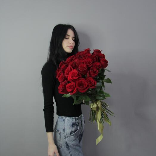 Розы красные 31шт