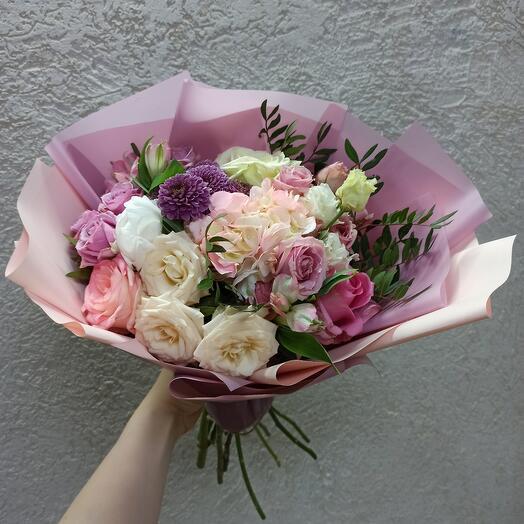 Нежный с пионом, гортензией и ассорти цветов