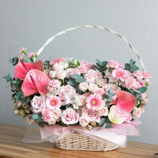 Нежная корзина с цветами