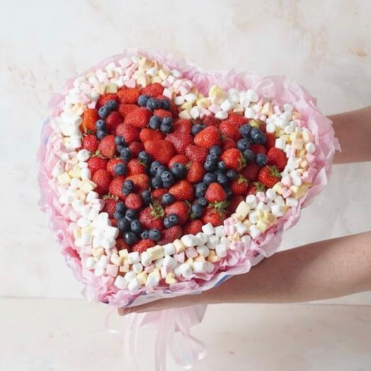 Ягодное сердце с зефиром