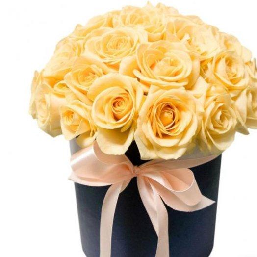 Коробка из 31 кремовой розы: букеты цветов на заказ Flowwow