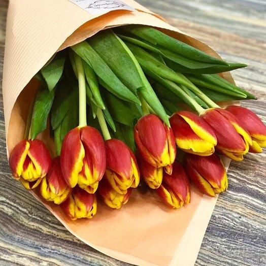 15 Красно-желтых тюльпанов: букеты цветов на заказ Flowwow