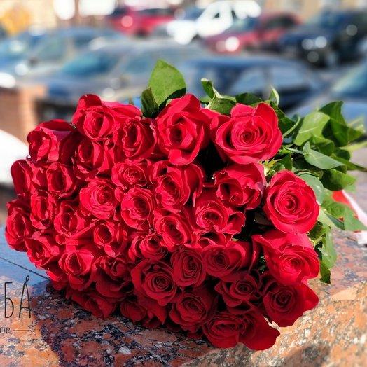 35 красных длинных роз : букеты цветов на заказ Flowwow