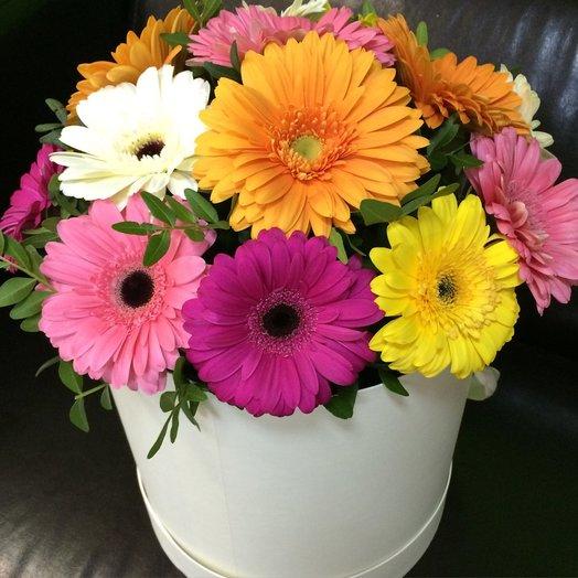 Шляпная коробка с герберой.: букеты цветов на заказ Flowwow