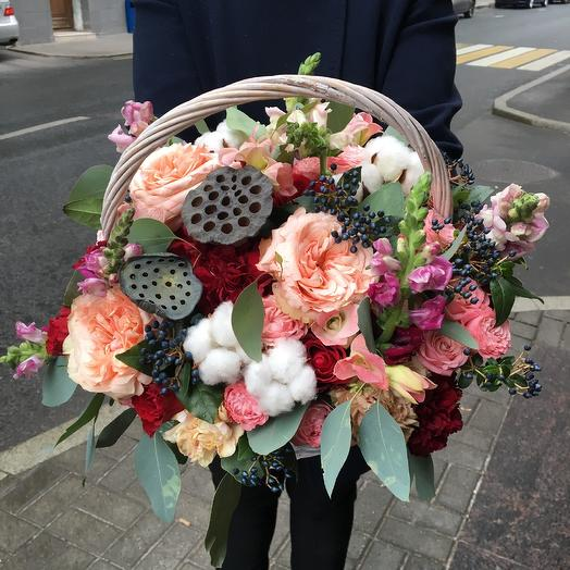 Роскошная корзина на юбилей: букеты цветов на заказ Flowwow