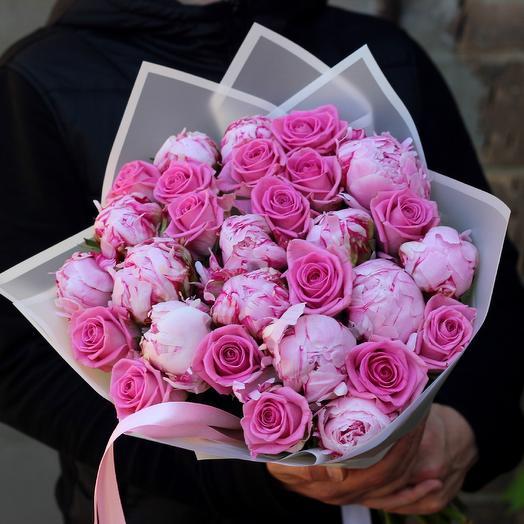 Розы и пионы: букеты цветов на заказ Flowwow