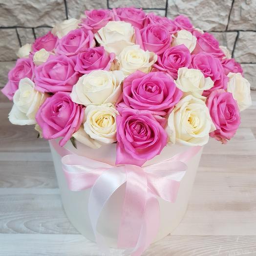 Коробка из 51 розовой и белой розы