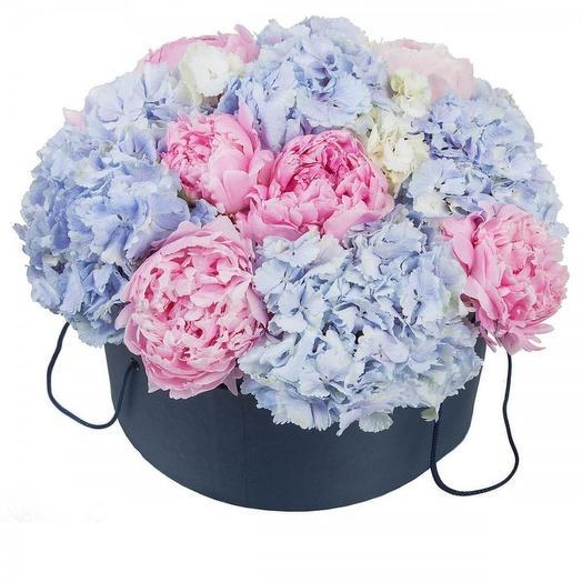 Шляпная коробка с пионами и гортензией: букеты цветов на заказ Flowwow