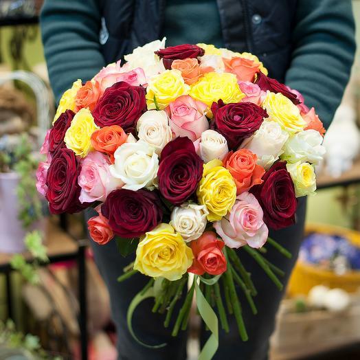 Букет из разноцветных роз (51 роза): букеты цветов на заказ Flowwow