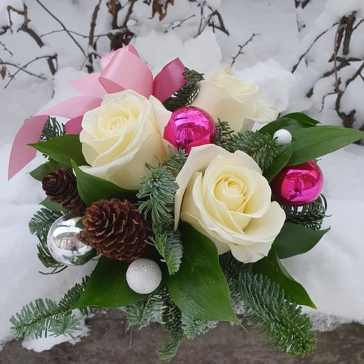 "Зимняя композиция ""Белые розы"": букеты цветов на заказ Flowwow"