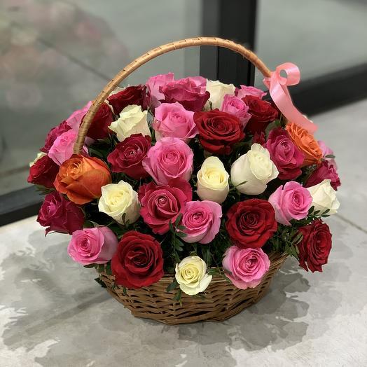 Корзина из 51 розы микс: букеты цветов на заказ Flowwow