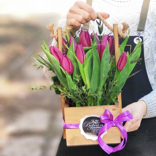 Ящик с 11 французскими тюльпанами