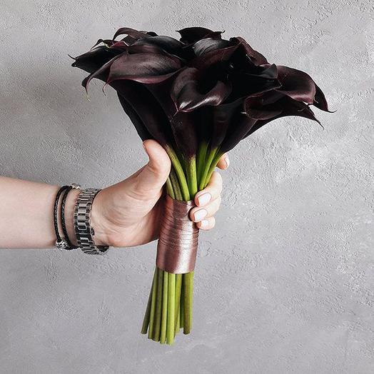Свадебный букет невесты из черно-бордовых калл, 19 шт