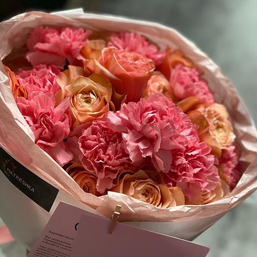 Сборный букет из роз и диантуса