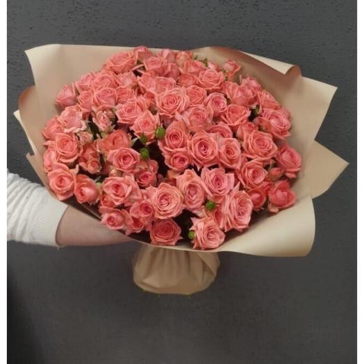 Объемный букет из 15 веточек роз