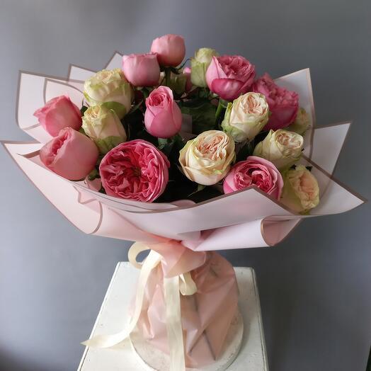 Пионовидная роза