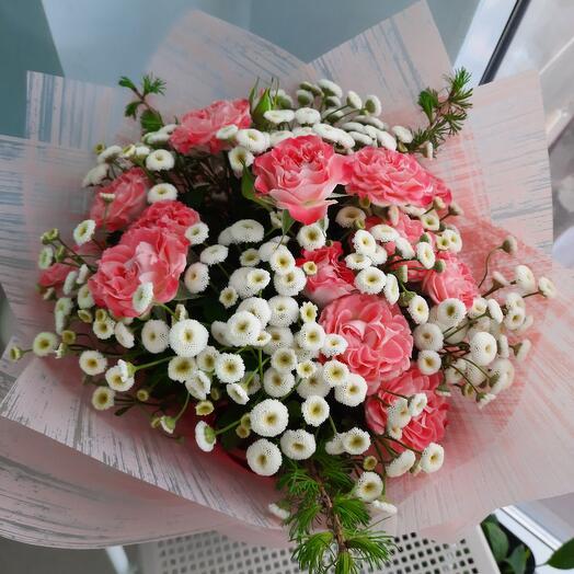 Розы с ромашками