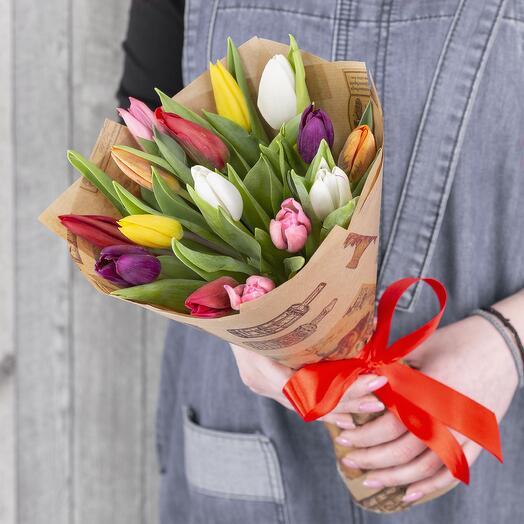 Букет из разноцветных тюльпан