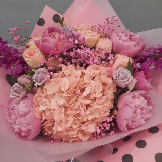 Розовый в горошек