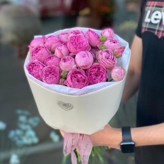 Монобукет из пионовидной кустовой роз