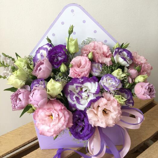 Цветы в коробке Вам письмо