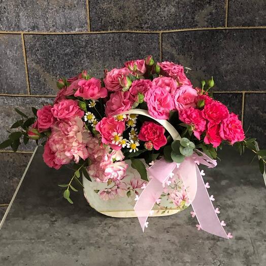 Цветы в коробке Кустовая роза в сумочке