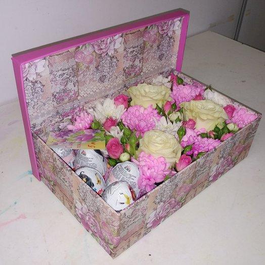 Коробка с цветами и кендер сюрпризом: букеты цветов на заказ Flowwow