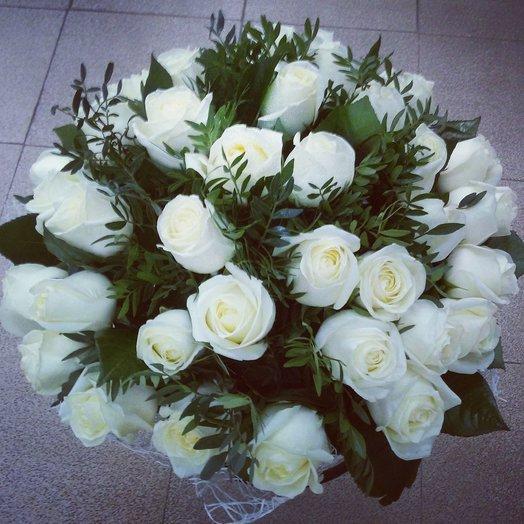 Первоклассные белые розы: букеты цветов на заказ Flowwow