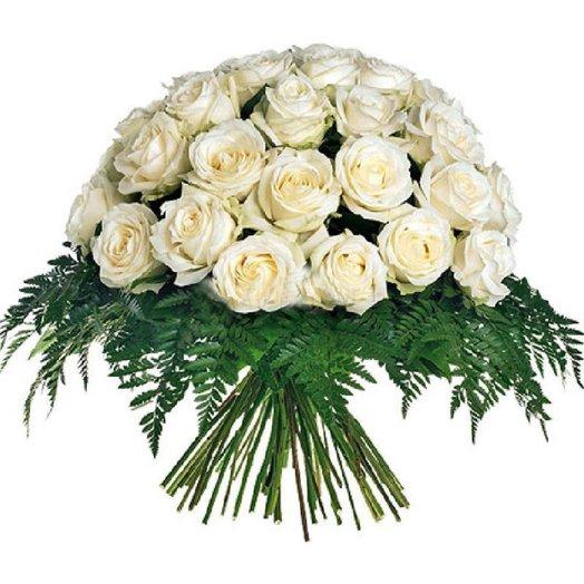25 белых роз в лазаре
