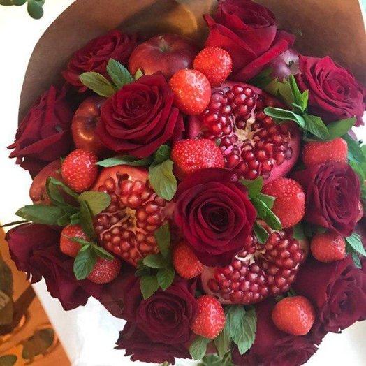Красные розы и фрукты
