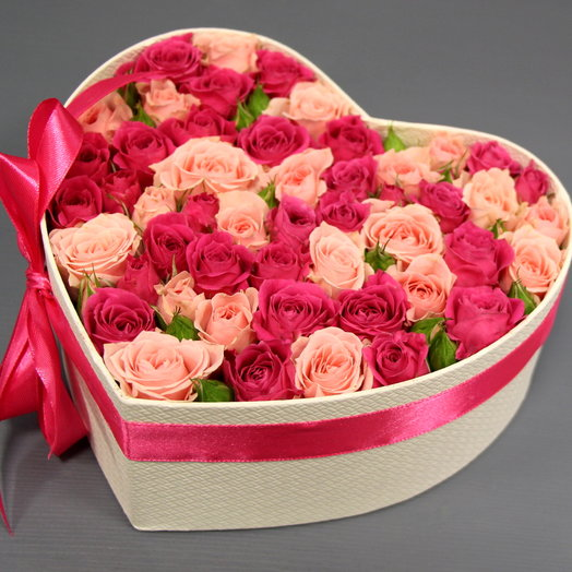 """""""Розовые розы в коробке в форме сердца"""""""